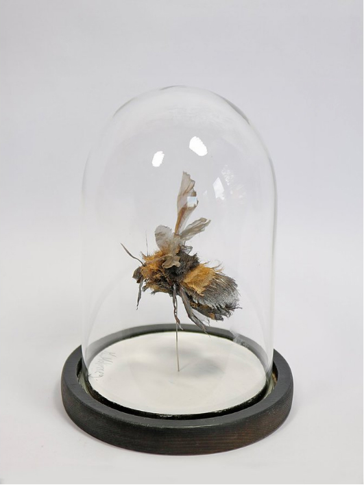 Michelle McKinney bee sculpture